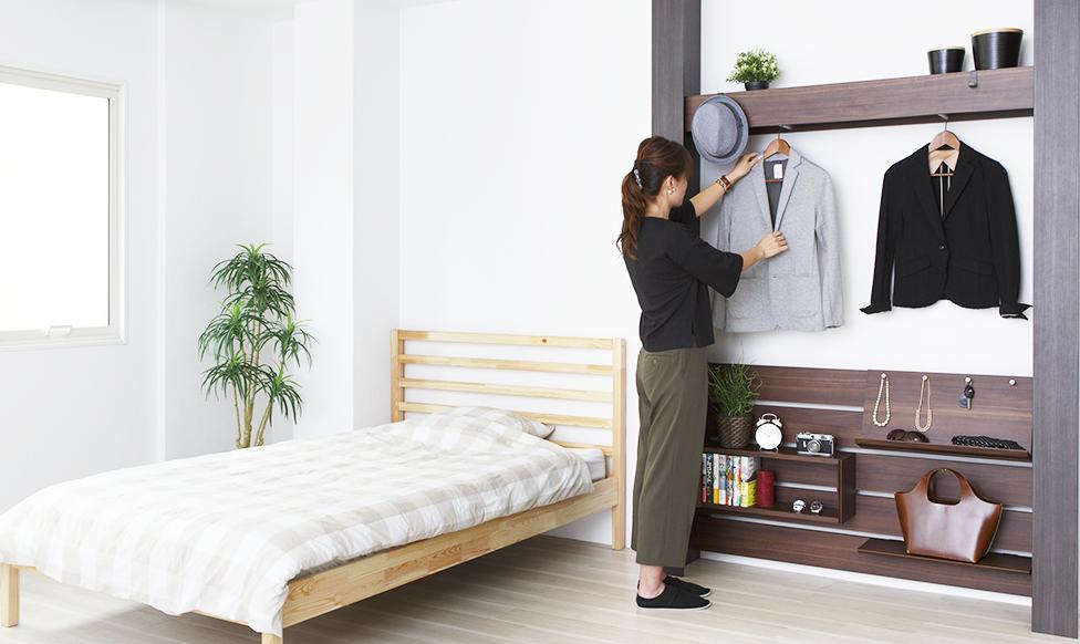 マンションでも設置可能な壁面家具でインテリア性を高め、収納スペースを広げる