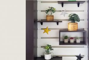 おしゃれなカフェのように自宅をスタイリッシュに飾る壁面家具